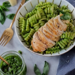 Spinach Pesto Pasta with Grilled Chicken